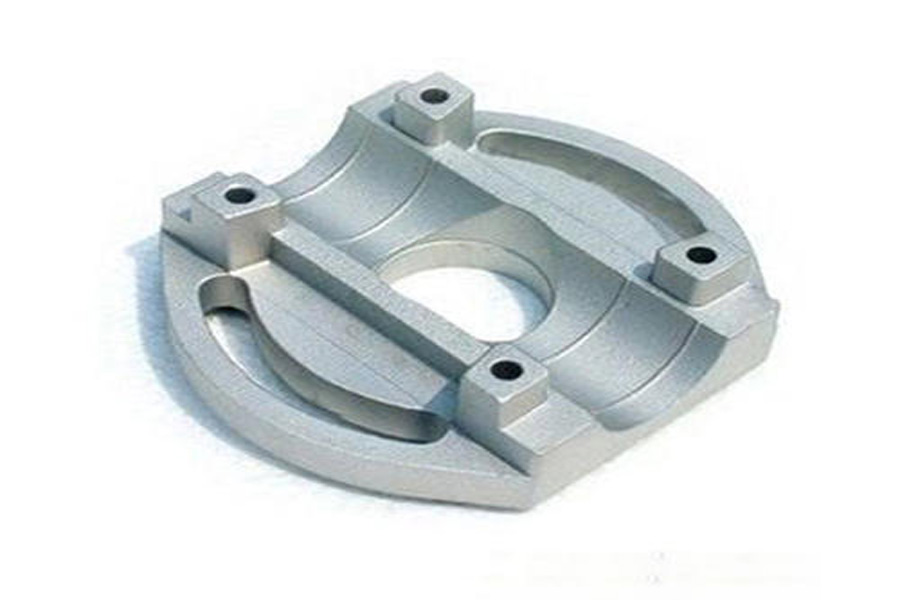 Describe in detail what are the technological characteristics of casting